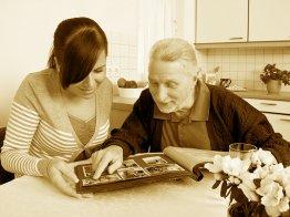 1. Сбор исходных данных (интервью с родственниками, оцифровка семейных архивов), построение родословных схем